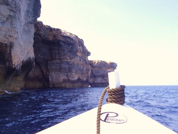 Navigazione verso la finestra azzurro (Gozo, Malta)