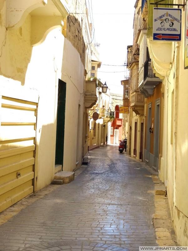 Rue calme à Victoria (Gozo, Malte)