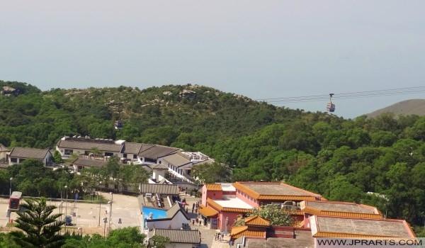 Ngong Ping Dorf, Busbahnhof und der Seilbahn (Hong Kong)