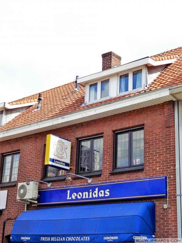 Leonidas - Frische belgische Pralinen in Baarle-Hertog, Belgien