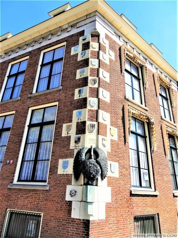 Symboal fan de Frysk Akademy mei it Frysk Wapenskylden (Ljouwert, Nederland)