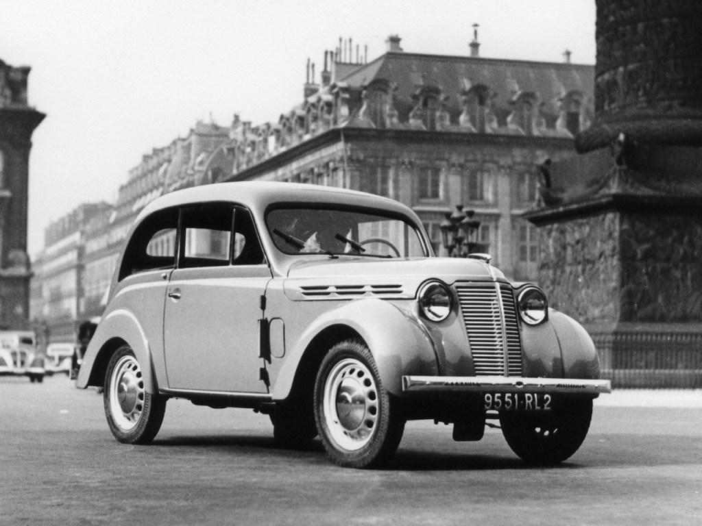 1937 Renault Juvaquatre Coupe