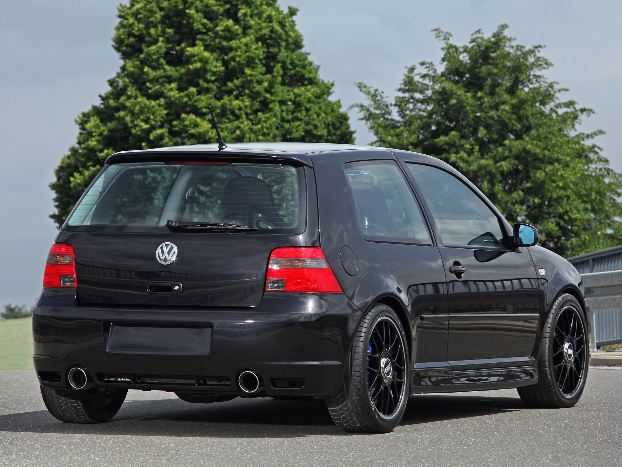 2014 HPerformance - Volkswagen Golf R32
