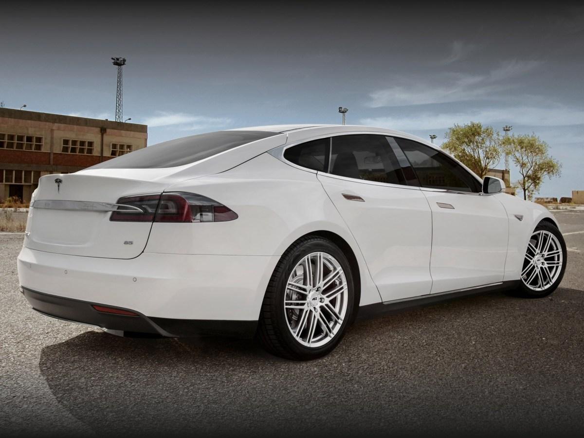 2014 Tesla Model S électrique - AEZ Cliff