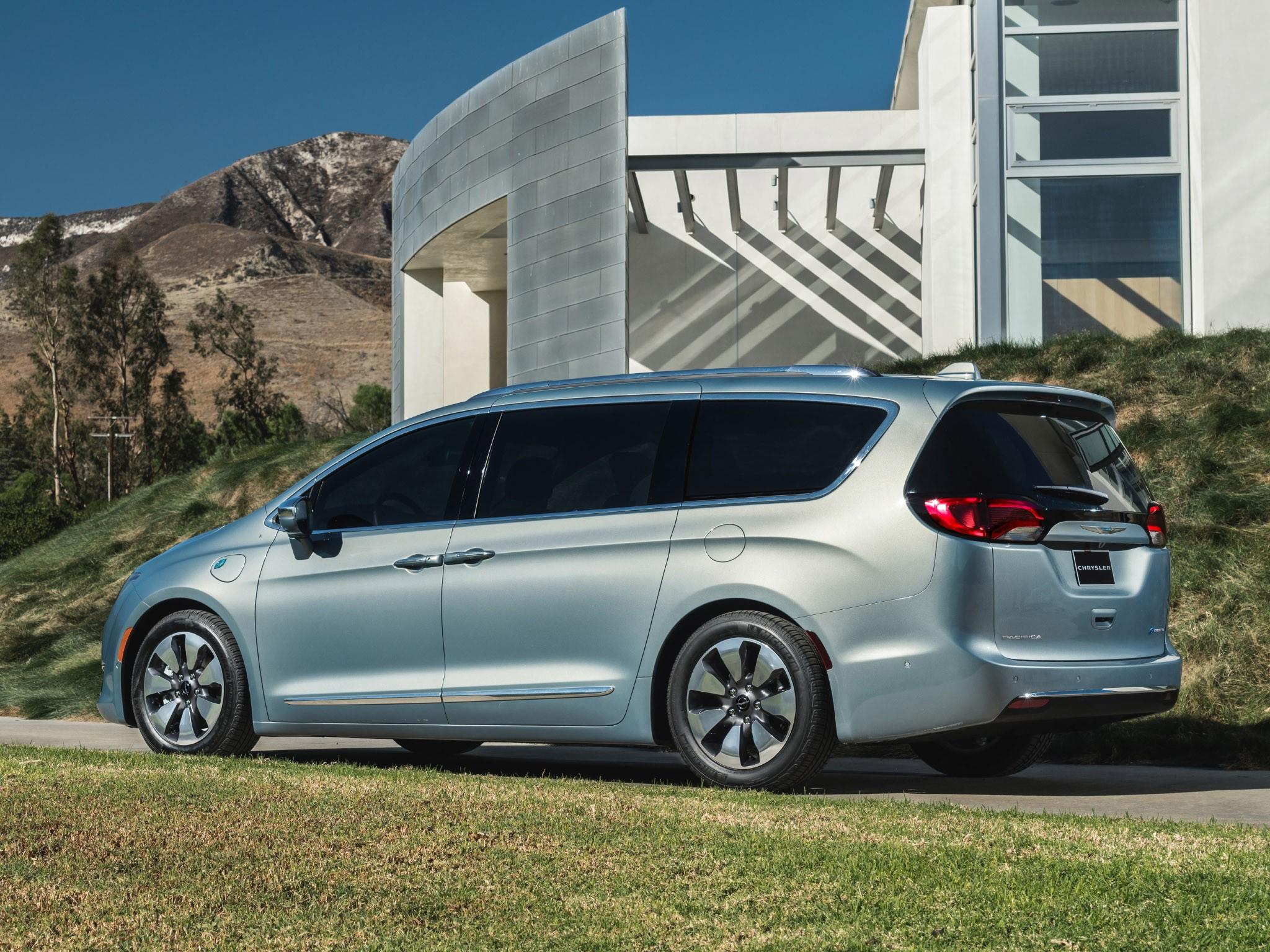 2016 Chrysler Pacifica Hybrid