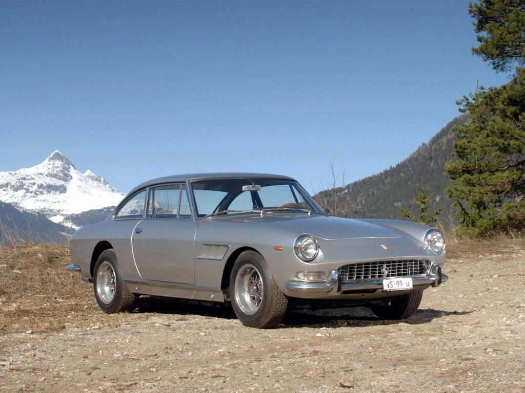 Ferrari 330 GT 2+2 Serie II 1965 (avant)