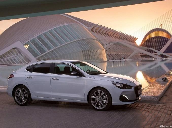 Hyundai i30 Fastback 2018 [03]