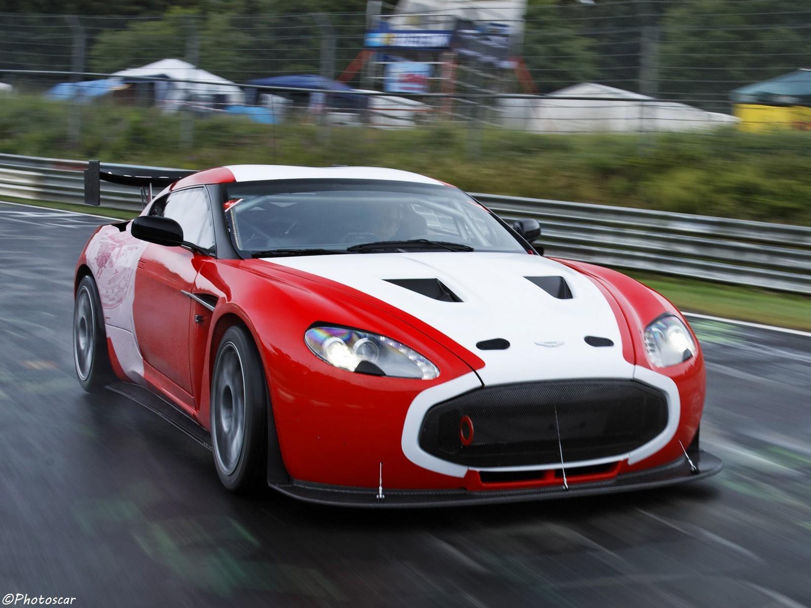 Aston Martin V12_Zagato_Race_Car 2011