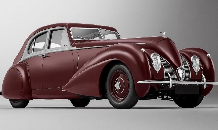 Bentley Corniche 1939 – Bentley a fidèlement reconstitué la berline