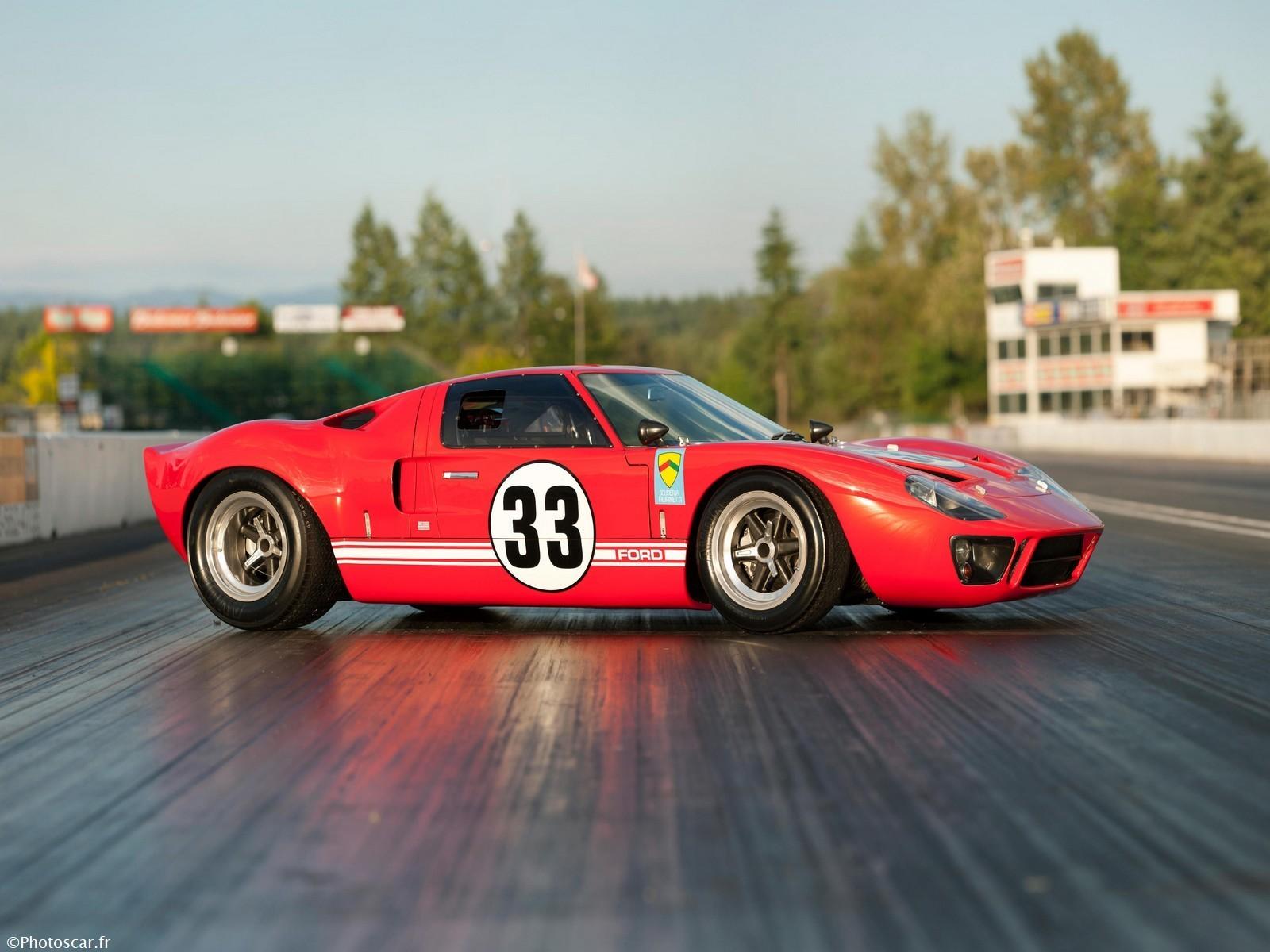 Ford GT40 (1033) Race Car 1966