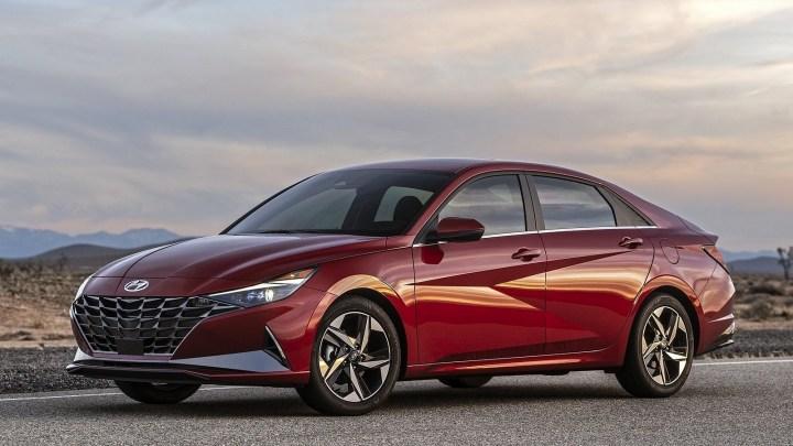 Hyundai Elantra 2021 – Conduite améliorée et un intérieur plus luxueux