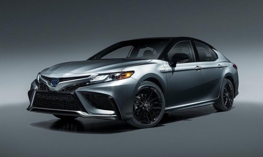 Toyota Camry 2021 – Un look accrocheur et une puissance hybride