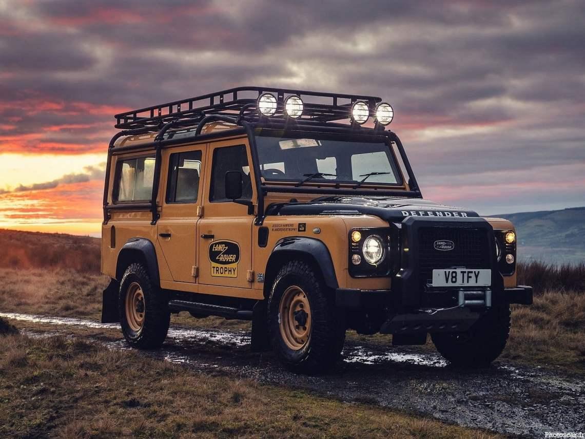 Land Rover Defender Works V8 Trophy 2021