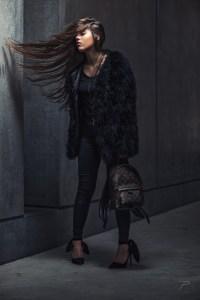 Luxus Girl mit Louis Vuitton Handtasche