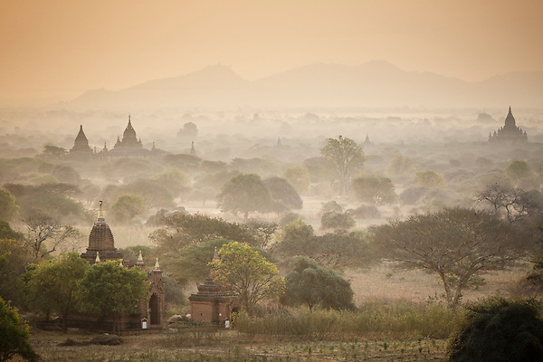 Sunrise looking out over the temples of Bagan, Myanmar (Christopher Reeves/TravelSnapper : Christopher Reeves Photography)