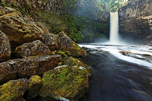 Outlet Creek plummets over Outlet Falls, Glenwood, Washington, USA (Brad Mitchell)