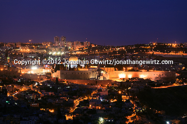 Night view from the South of the Old City of Jerusalem, with the Jewish Quarter, Temple Mount and Dome of the Rock in the center. (© 2012 Jonathan Gewirtz / jonathan@gewirtz.net)