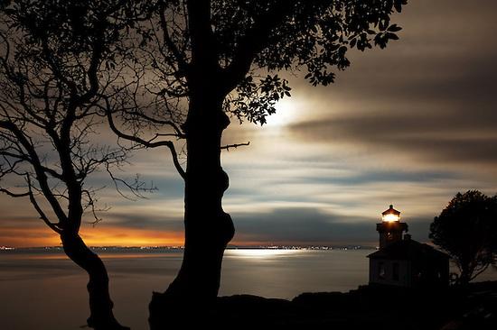 Lime Kiln Lighthouse stands watch over Haro Strait at dawn, Washington (Copyright Brad Mitchell Photography.9601 Wall St.Snohomish, WA 98296.USA.425-418-7279.brad@bradmitchellphoto.com)