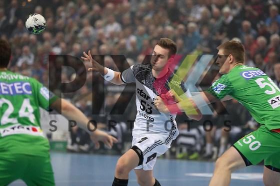 Kiel, 11.12.16, Sport, Handball, DKB Handball Bundesliga, Saison 2016/2017, THW Kiel - SC Magdeburg : Nikola Bilyk (THW Kiel, #53), Finn Lemke (SC Magdeburg, #50) Foto © PIX-Sportfotos *** Foto ist honorarpflichtig! *** Auf Anfrage in hoeherer Qualitaet/Aufloesung. Belegexemplar erbeten. Veroeffentlichung ausschliesslich fuer journalistisch-publizistische Zwecke. For editorial use only. (PIX-Sportfotos/Mario M. Koberg/PIX-Sportfotos.de)