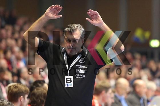 Melsungens Trainer Michael Roth  beim Spiel in der Bundesliga, MT Melsungen - Rhein Neckar Loewen. Foto © PIX-Sportfotos *** Foto ist honorarpflichtig! *** Auf Anfrage in hoeherer Qualitaet/Aufloesung. Belegexemplar erbeten. Veroeffentlichung ausschliesslich fuer journalistisch-publizistische Zwecke. For editorial use only. (PIX-Sportfotos/Michaela Koesegi/PIX-Sportfotos.de)