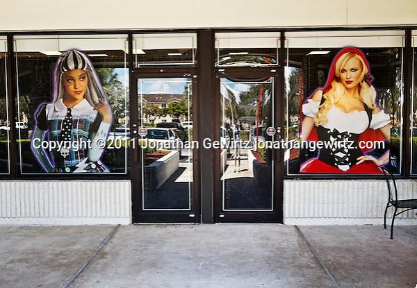Storefront Halloween display. (© 2011 Jonathan Gewirtz jonathan@gewirtz.net)