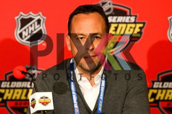 Pressekonferenz DEB Marco Sturm, Bundestrainer (rechts) bei der Pressekonferenz NHL Global Series. Foto © PIX-Sportfotos *** Foto ist honorarpflichtig! *** Auf Anfrage in hoeherer Qualitaet/Aufloesung. Belegexemplar erbeten. Veroeffentlichung ausschliesslich fuer journalistisch-publizistische Zwecke. For editorial use only. (PIX-Sportfotos/Sascha Schneider)