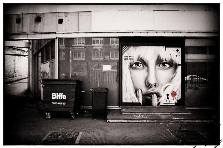 Painting by FARKFK in Shoreditch car park, London, UK (Viveca Koh)