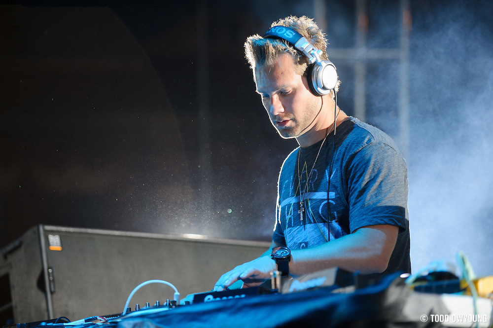 Chicago-based EDM producer Steve Smooth performing at the first annual Pulse Festival in St. Louis on June 9, 2012. (TODD OWYOUNG)