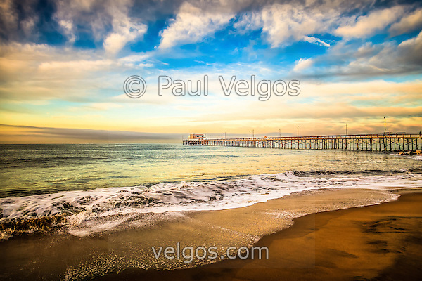 Photo of Newport Pier on Balboa Peninsula in Newport Beach. Newport Beach is a wealthy beach community along the Pacific Ocean in Orange County Southern California. (Photographer: Paul Velgos)