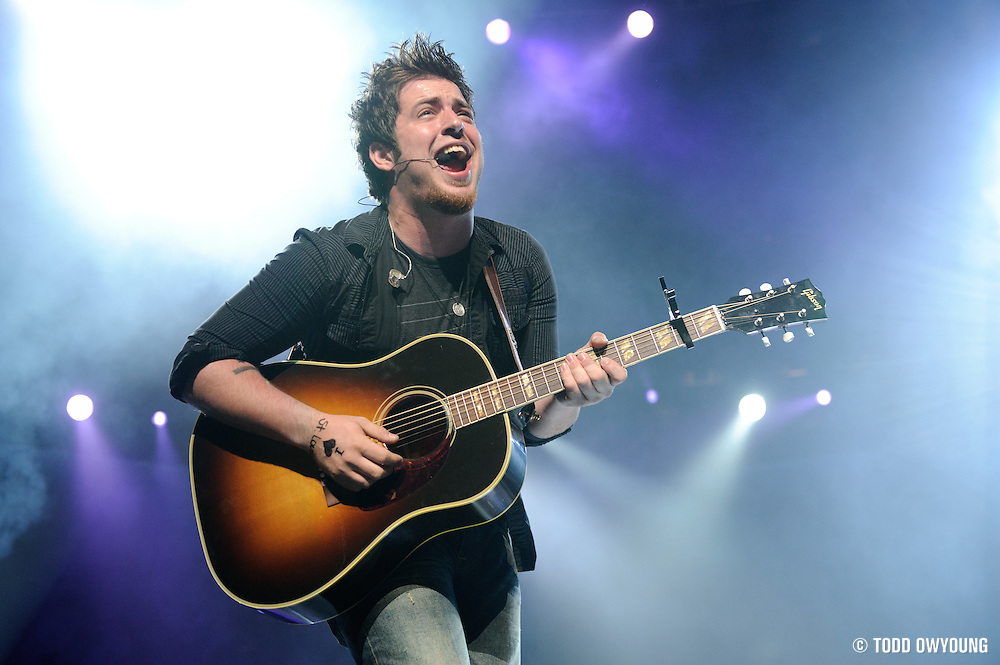 American Idol season 9 winner Lee DeWyze performing on the American Idols Live tour 2010 at the Scottrade Center in St. Louis, August 25, 2010. (Todd Owyoung)