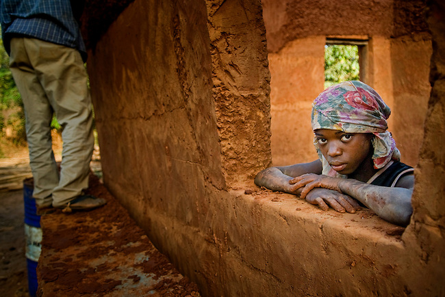 Bijagos Islands in Guinea Bissau, building an house with mud. (Vittore Buzzi)