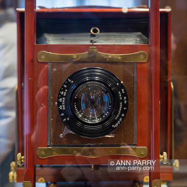 Roslyn Harbor, New York, USA, January 2, 2017. Antique camera of Ralph J. Golsen, Chicago, Illinios, is on display at Nassau County Museum of Art photography exhibitions covering over 100 years of photography. (Ann Parry/Ann Parry, ann-parry.com)