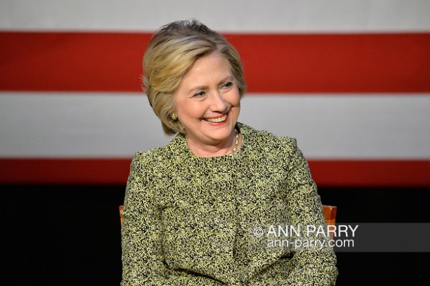 """Port Washington, New York, USA. 11th April 2016. HILLARY CLINTON, leading Democratic presidential primary candidate, has a discussion on gun violence prevention with Rep. S. Israel, and with activists who lost family members due to shootings. Clinton, the former Secretary of State and U.S. Senator from New York, called for stronger gun legislation and vowed to take on the gun lobby NRA National Rifle Association. (© 2016 Ann Parry/AnnParry.com)"