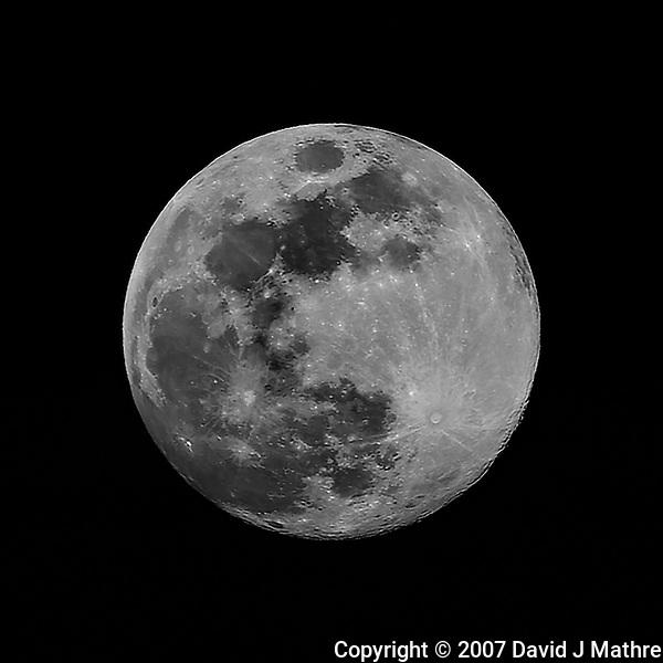 Full Moon. Image taken with a Nikon D2xs camera and 80-400 mm VR lens (ISO 100, 400 mm, f/8, 1/125 sec). (David J Mathre)