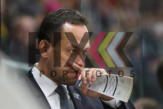 Marco Sturm (Head Coach D) ist verschnupft beim Spiel des D-Cup 2016, Deutschland - Kanada. Foto © PIX-Sportfotos *** Foto ist honorarpflichtig! *** Auf Anfrage in hoeherer Qualitaet/Aufloesung. Belegexemplar erbeten. Veroeffentlichung ausschliesslich fuer journalistisch-publizistische Zwecke. For editorial use only. (PIX-Sportfotos/Klaus Rainer Krieger)