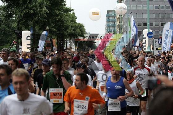 Mannheim 24.05.2008, MLP Marathon Rhein-Neckar Mannheim 2008, Start des Marathon am Rosengarten in Mannheim Foto © Rhein-Neckar-Picture *** Foto ist honorarpflichtig! *** Auf Anfrage in höherer Qualität/Auflösung. Belegexemplar erbeten. (Rhein-Neckar-Picture)