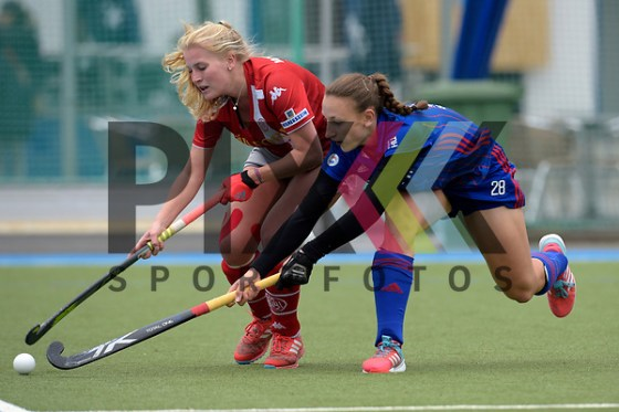 GER - Mannheim, Germany, April 22: During the German Hockey Bundesliga women match between Mannheimer HC (blue) and Club an der Alster (red) on April 22, 2017 at Am Neckarkanal in Mannheim, Germany. Final score 1-1 (HT 1-0).  Charlotte Gerstenhoefer #28 of Mannheimer HC Foto © PIX-Sportfotos *** Foto ist honorarpflichtig! *** Auf Anfrage in hoeherer Qualitaet/Aufloesung. Belegexemplar erbeten. Veroeffentlichung ausschliesslich fuer journalistisch-publizistische Zwecke. For editorial use only. (PIX-Sportfotos /Dirk Markgraf)