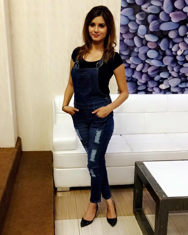 Aakansha Sareen Hot Photo