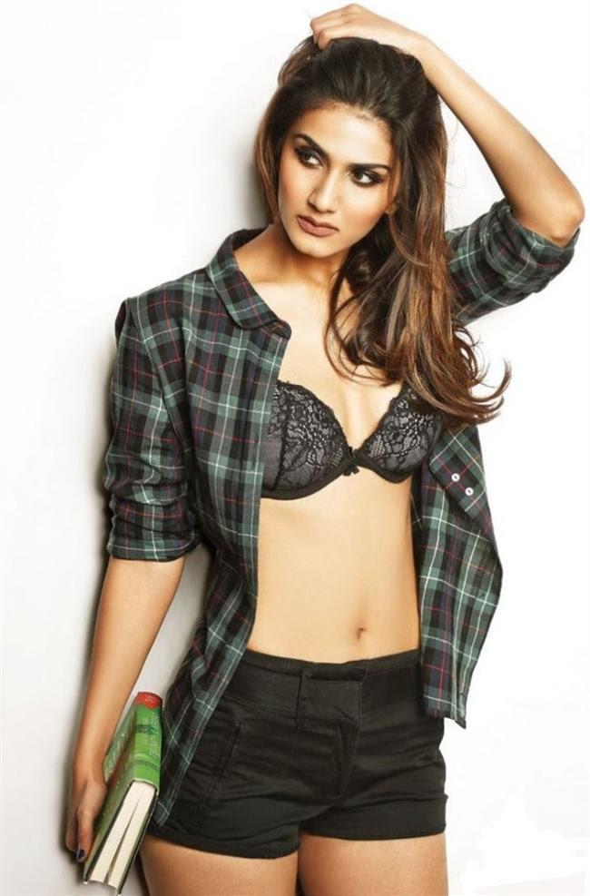 Hot Actress Vaani Kapoor Biography