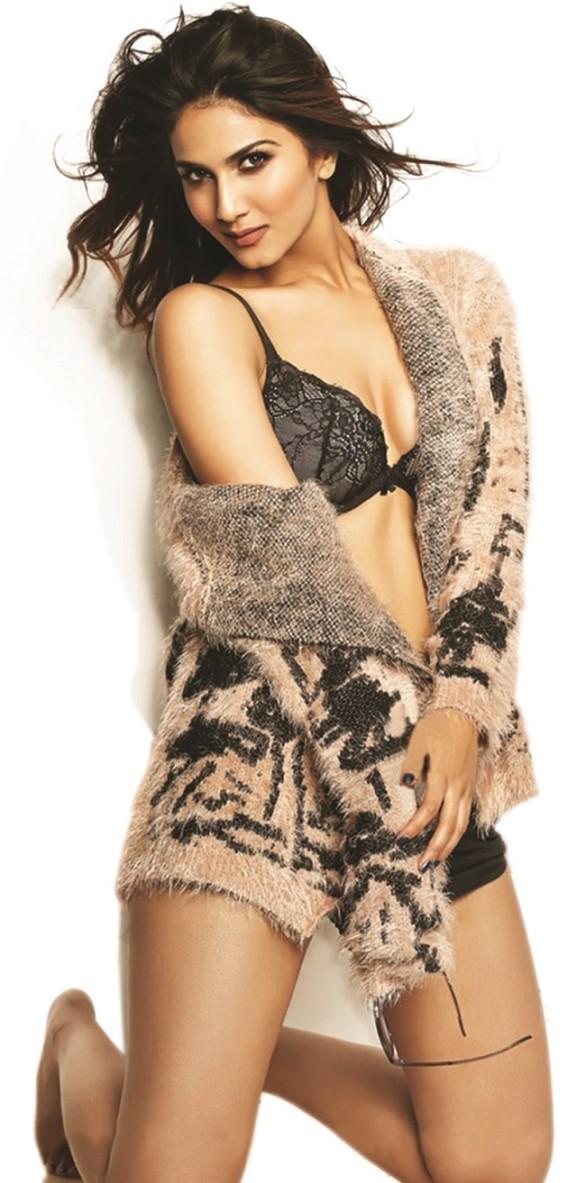 Vaani Kapoor bra cleavage show photo