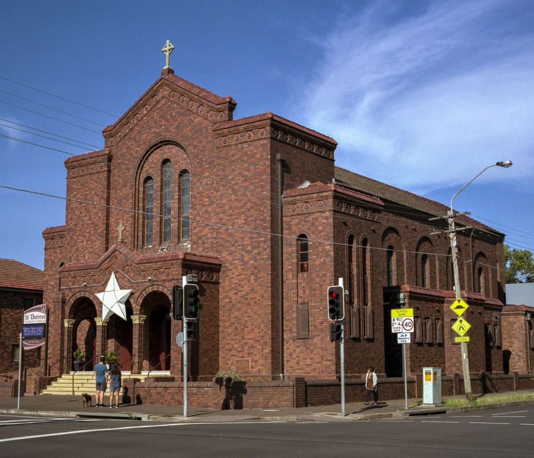 Church, Mamiya 7, 80mm f/4, Fujifilm Pro 400H