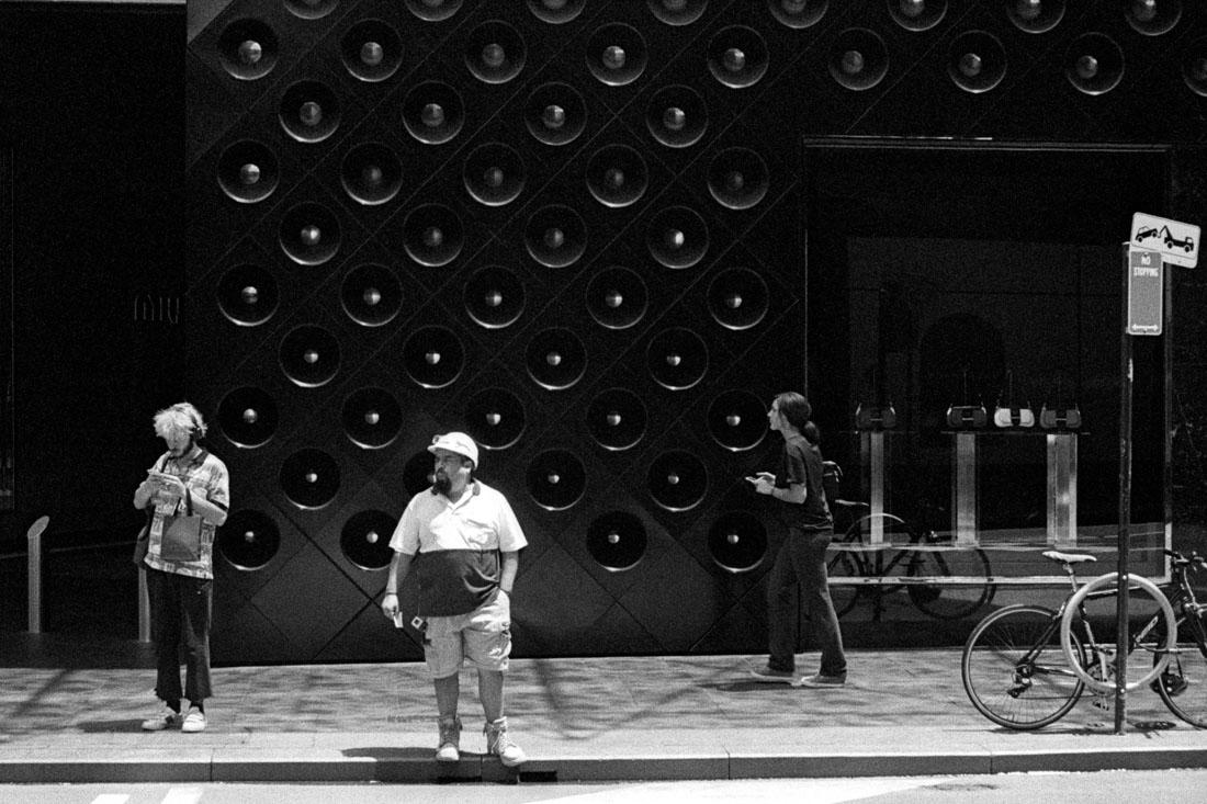 Crossing street, Canon Sure Shot 70 Zoom, Kodak Tri-X 400 @ EI 800