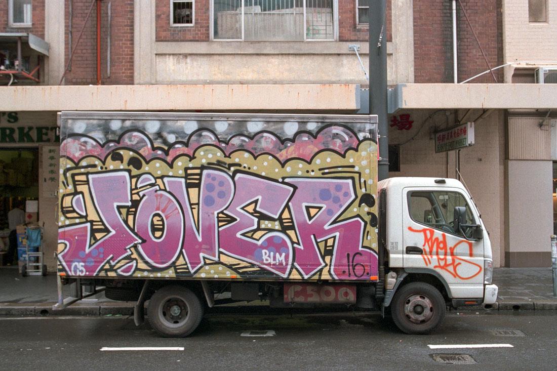Graffiti truck | Nikon FM2n | Nikkor 35mm f/2.8 Ai | Fujifilm Superia Venus 800