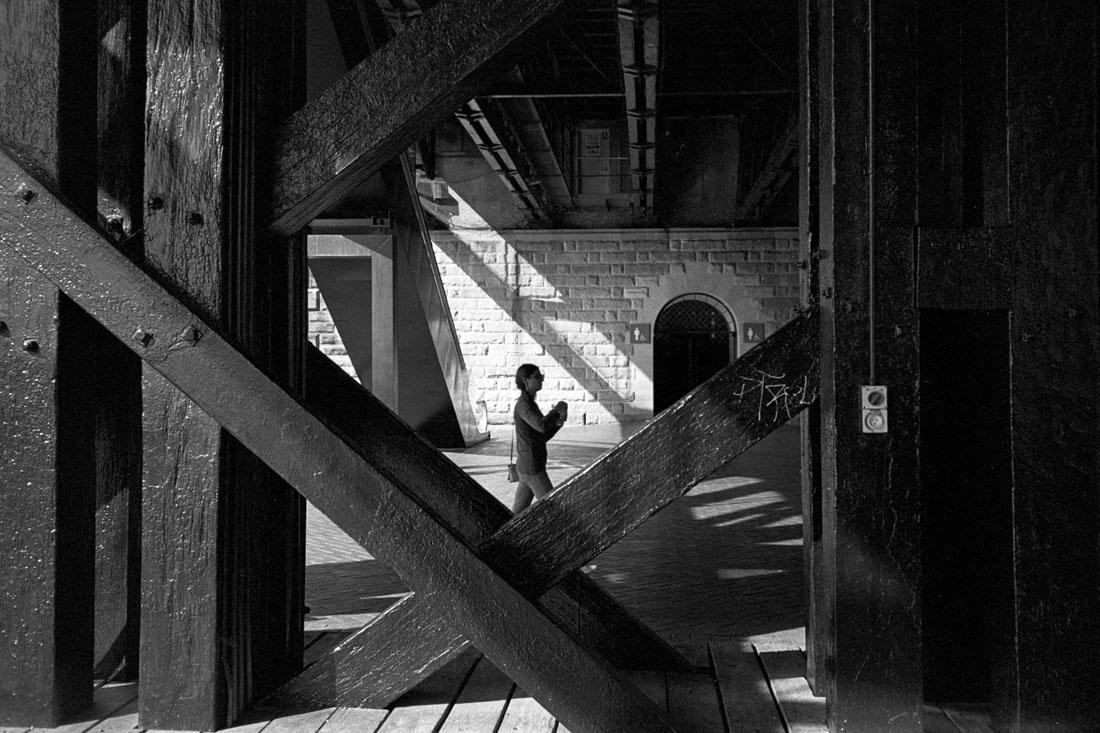 Between the pillars | Nikon L35AF | Kodak Tri-X 400