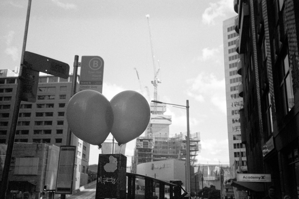 Balloons in the city | Nikon L35AF | Silberra Ultima 200 Panchrome 200
