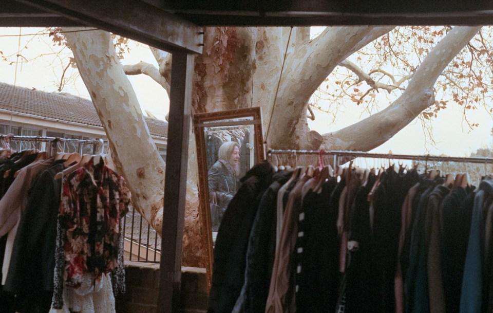 Reflected shopping | Leica M3 | Summicron 5cm f/2 DR | Fujifilm Natura 1600