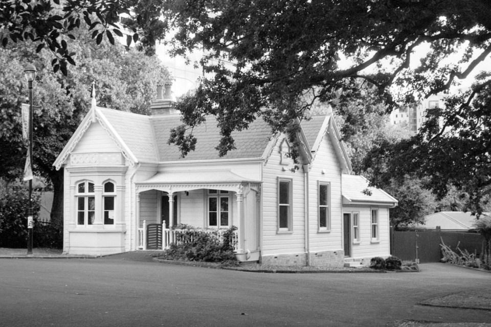 House in park | Pentax Espio 80V | Oriental Seagull 100