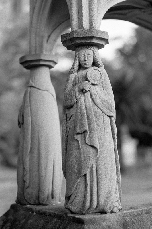 Tomb at Camperdown Cemetery | Topcon RE Super | Topcor 58mm f/1.4 RE Auto | Fujifilm Neopan 400 (Presto)