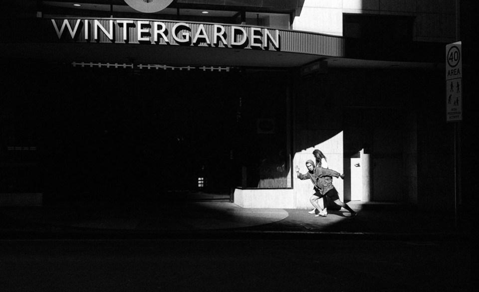 The Joker of Wintergarden | Leica M2 | Leica Summicron 5cm f/2 | Ilford HP5 Plus @ EI 800
