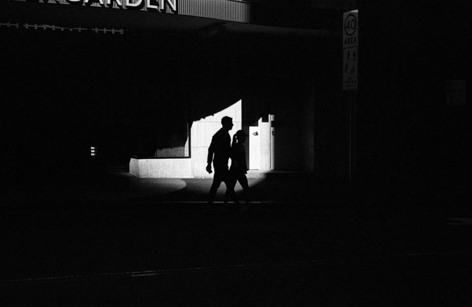 Shadow couple | Leica M2 | Leica Summicron 50mm f/2 | Ilford HP5 Plus @ EI 800